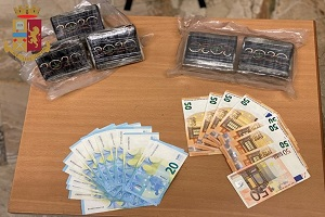 Otto albanesi gestivano il call center della cocaina