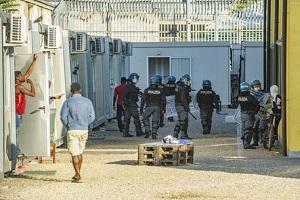 """""""Ieri sera 4 migranti si sono feriti durante una protesta al Centro di permanenza per i rimpatri di via Corelli, tre di loro sono arrivati Penalisti: nel CPR situazione esplosiva"""