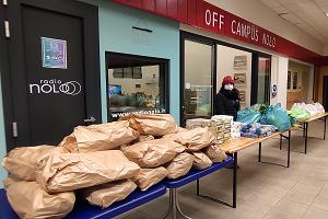 Spesa natalizia sospesa nel mercato comunale di viale Monza
