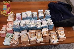 Arrestato con documenti falsi e 300mila euro nello zaino