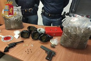 Un arresto per detenzione d'armi e spaccio