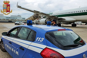 Linate: arrestati due albanesi con documenti falsi Albanese con documenti falsi arrestato a Linate