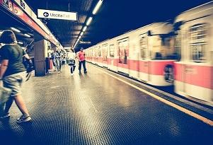 Le metro sono in ritardo, rotte e corrotte, ma Sala festeggia