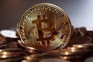 Risalgono Bitcoin e Ethereum e gli altri seguono
