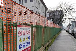 Iniziata la demolizione dell'ex scuola di via Crespi
