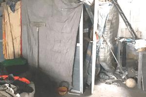 Lega: immigrati dormono in un ex carrozzeria nella periferia abbandonata da Sala