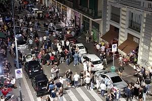Assembramenti: 100 ragazzi in fuga all'arrivo della Polizia