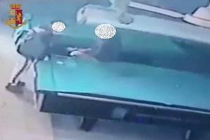 Arrestato spacciatore che nascondeva la droga nel biliardo di un bar