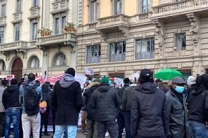 Proteste della comunità Senegalese per l'arresto di Ousmane Sonko