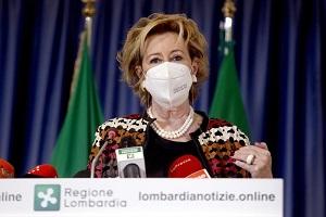 Ritardi nei vaccini: Moratti attacca Aria