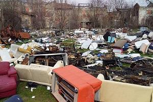 De Corato (FdI): ciclabile di via Vaiano Valle coperta di rifiuti