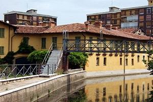 Cede balaustra su un ponte della Martesana: 40enne in coma