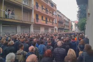 Centinaia di persone al presidio per Ramelli