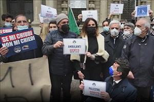 Manifestazione di Fratelli d'Italia per chiedere le riaperture