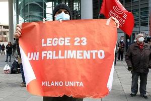 Pentolada di protesta sotto Regione Lombardia