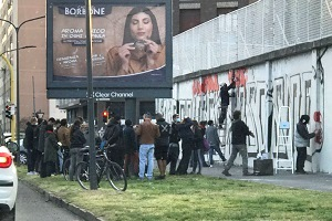 Forza Italia: nipotini dei partigiani preparano il 25 aprile facendo murales abusivi