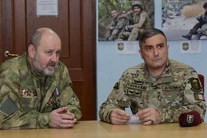 Il Presidente dell'EPA Giulio Festa (SX) con il Colonnello Alexander Denisov responsabile del programma di sostegno ai veterani ad una recente riunione a Kiev, Ucraina