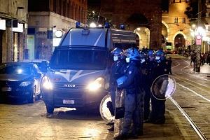Rivolta contro la Polizia alle colonne di San Lorenzo