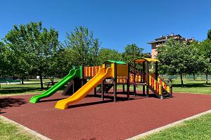 Nuova area giochi al Parco delle Crocerossine