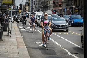 Corso Buenos Aires: negozianti dicono di no alla ciclabile