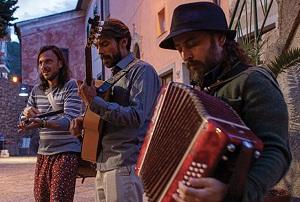 JAZZaltro: la cumbia e il folklore sudamericano di Carlos Forero domenica 25 luglio a Fagnano Olona (Va)