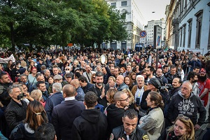 5.000 no green pass manifestano a Milano