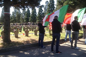 Cassazione: assolti per il saluto romano al Cimitero